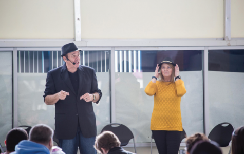 Mentalist eases minds for students
