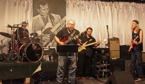 Blues musicians jam with public at Trouts
