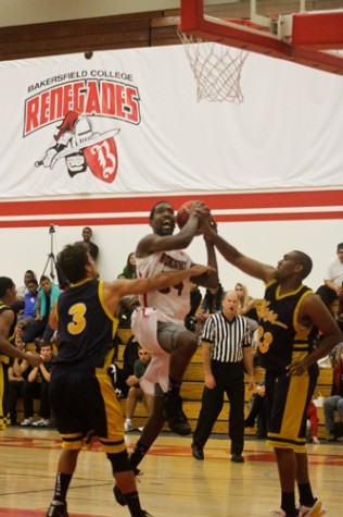 Men's hoops responds after OT loss in Thanksgiving tourney