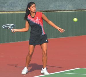 Men's and women's tennis start in opposite directions