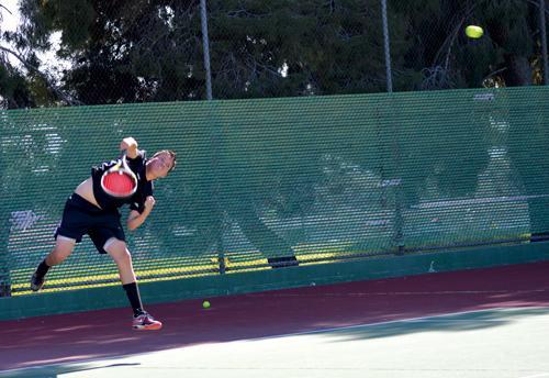 Men's tennis beats Pierce 5-4, women can't find rhythm