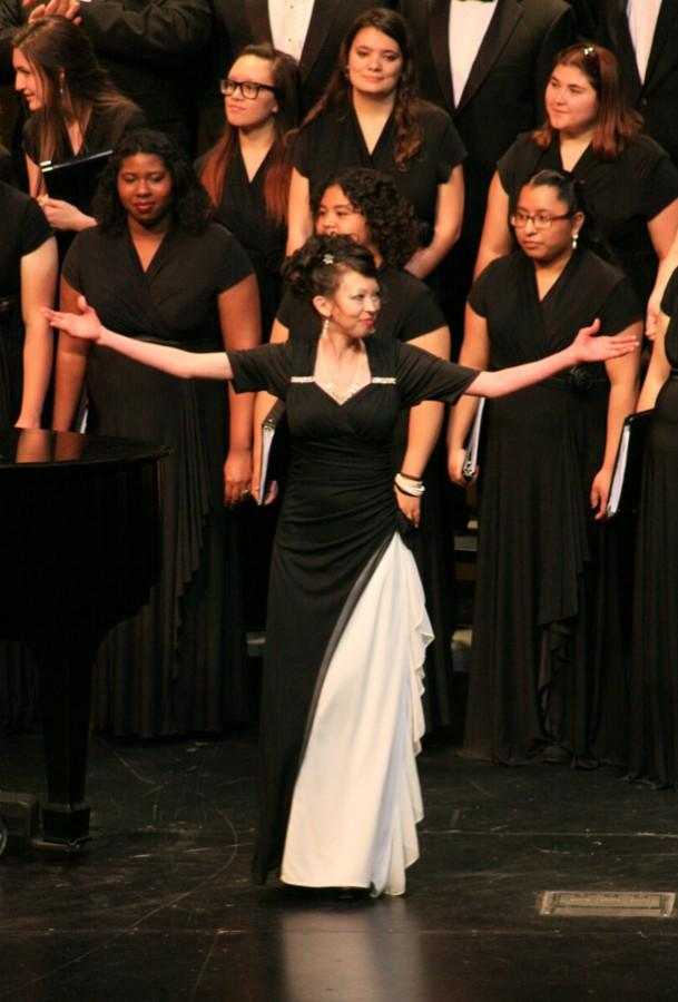 Choir+and+chamber+singers+hold+performance+at+BC+indoor+theater