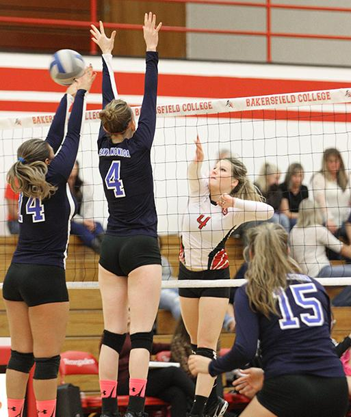 Volleyball pushes to get into playoffs