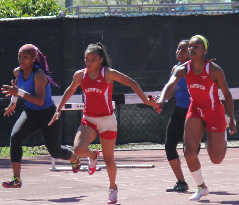 Saunders twins leading the way for women's track; Hodges leading men