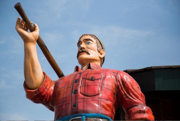 The+front+of+Lumberjacks+boasts+the+titular+woodsman.