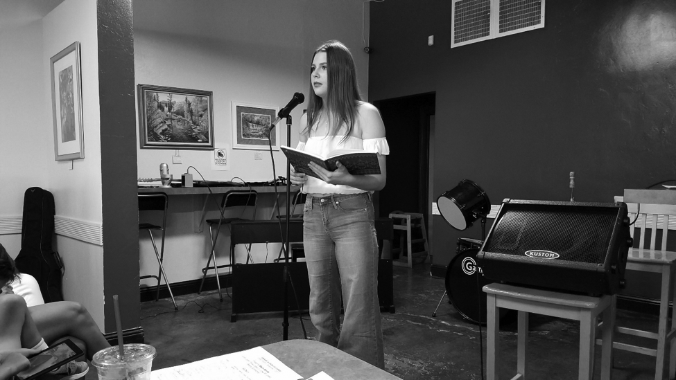 Emily+Andrew+recites+poetry+about+heartbreak+and+women%E2%80%99s+empowerment+at+Dagny%E2%80%99s+Coffee+Company.