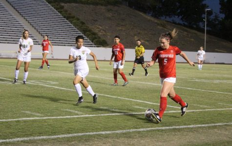 Renegade women's soccer knocks out a 2 – 1 win against L.A. Valley