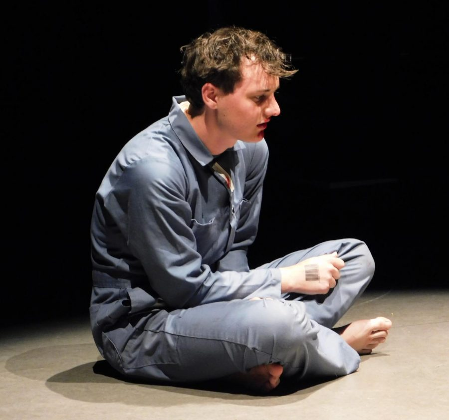 Winston Smith (Andrew Beard) performs his monologue.
