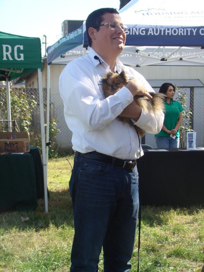 Assemblymember+Rudy+Salas+smiles+while+he+pets+a+dog+at+the+Paws+for+Patriots+event+