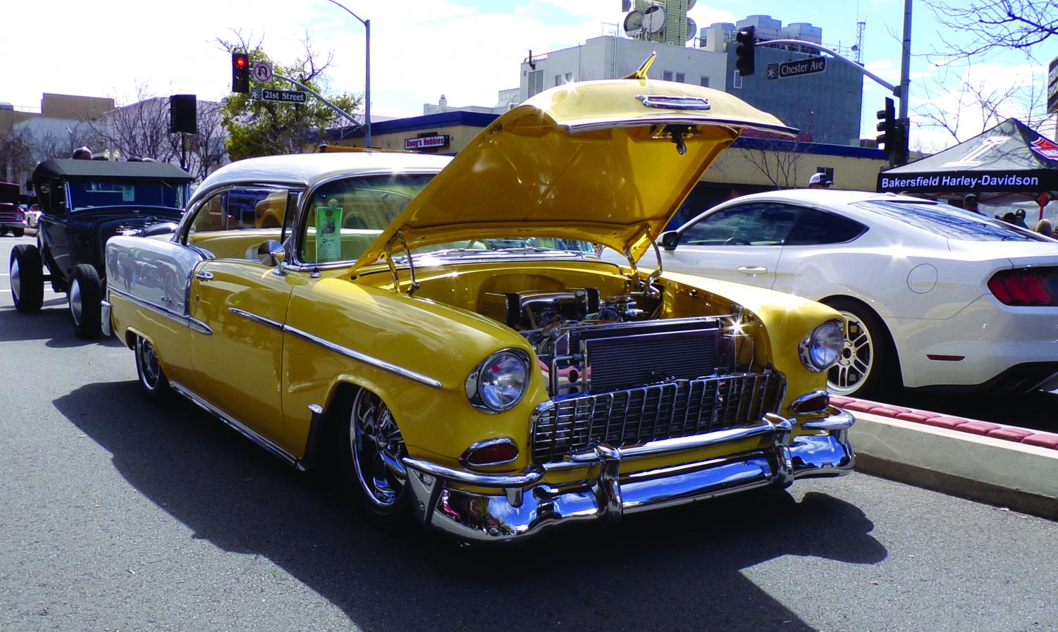 Streets Of Bakersfield Cruising Shine Brings Car Enthusiasts - Bakersfield car show