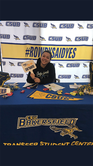 A+Bakersfield+College+Student+gets+their+picture+taken+at+CSUB%E2%80%99s+photo+booth+once+accepted+to+transfer+for+Fall+2019.