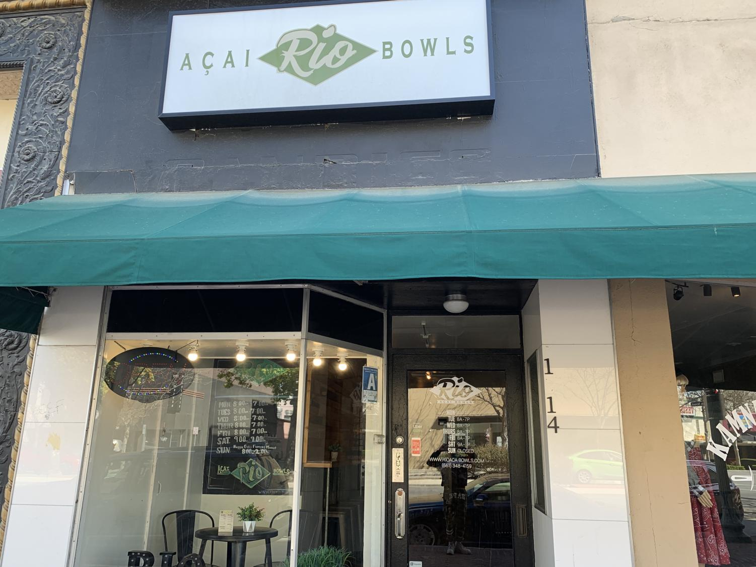 The front of Rio Açai  Bowl on Chester Avenue.