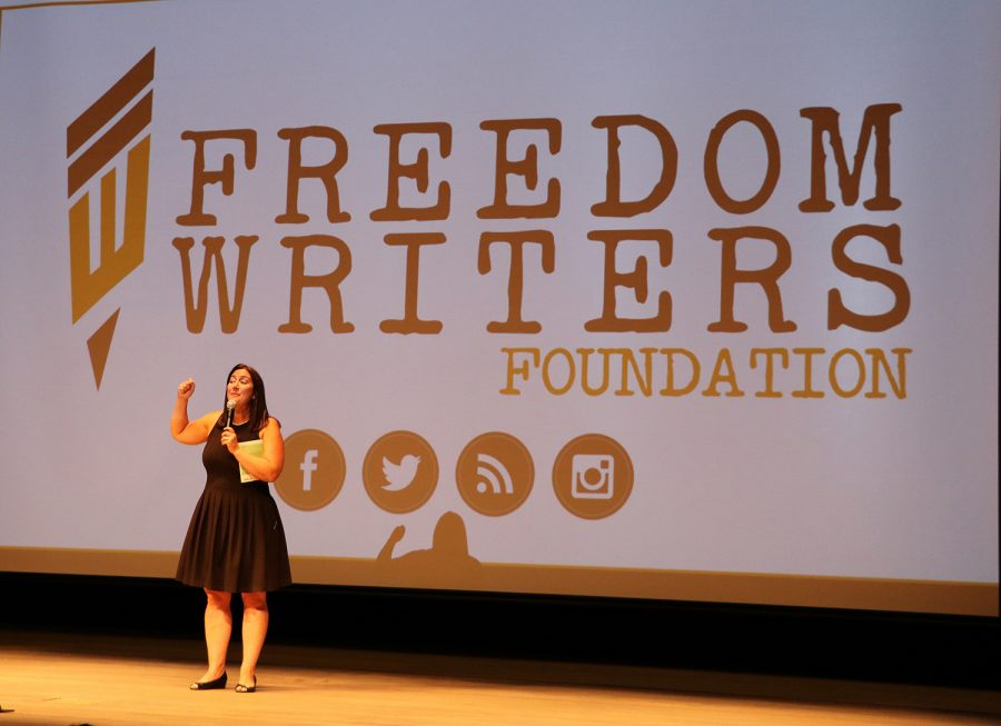 Erin+Gruwell+speaking+about+the+%E2%80%9CFreedom+Writers%E2%80%9D+book.+