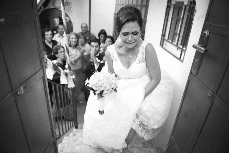 A+moment+of+a+Palestinian+bride+leaving+her+family+behind+on+her+wedding+day.+